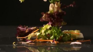 Salad falling — Stock Video