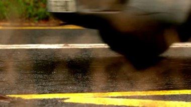 Van driving over wet road — Stock Video
