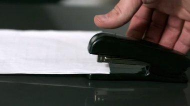 Hand pushing down on stapler — Stock Video
