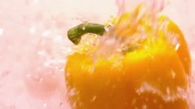 Water pouring on yellow pepper — Stock Video