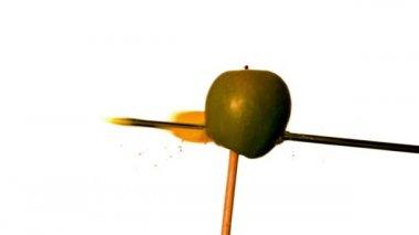 Strzałki strzelanie przez apple — Wideo stockowe