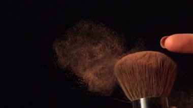 Womans finger flicking powder brush — Stock Video