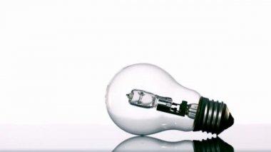Hammer smashing light bulb — Stock Video