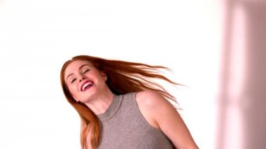 Redhead tossing her long hair — Stock Video