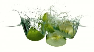 Apple quarters plunging into water — Stock Video