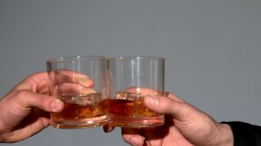 Men clinking whiskey glasses — Stock Video