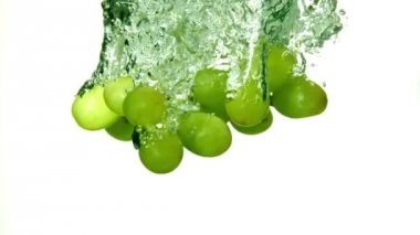 Grapes falling in water — Stock Video