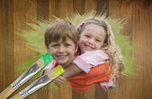 Sibling smiling in the park — Stock Photo