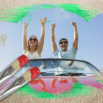 Постер, плакат: Couple cheering in convertible