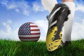 Fotboll boot sparkar usa bollen — Stockfoto