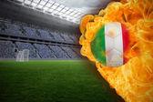 Bileşik görüntü yangın çevreleyen İtalya bayrak futbol — Stok fotoğraf