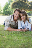 Ouple lying in the park — Foto Stock