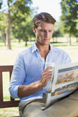 Man drinking coffee and reading paper — Stock Photo