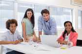 деловых людей, работающих вместе — Стоковое фото