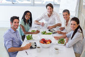 Workers eating healthy lunch — Foto Stock