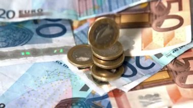 Euro coins dropping onto notes — Stock Video