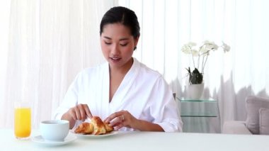 Woman having breakfast in bathrobe — Stock Video