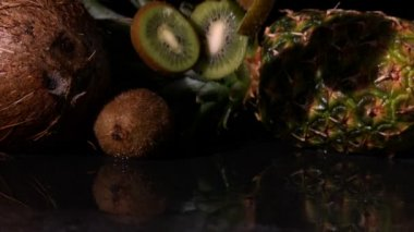 Kiwi slices falling — Stock Video