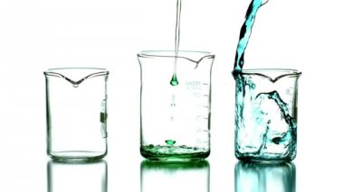Liquid pouring into beakers — Video Stock