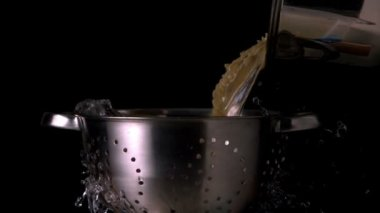 Pot pouring pasta — Vídeo Stock