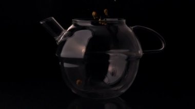 Herbal tea pouring into glass teapot — Stock Video