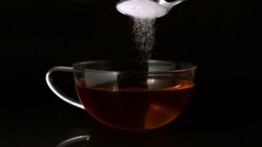 Teaspoon pouring sugar into cup — Stock Video