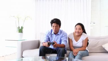 Man playing video games with girlfriend — Stock Video