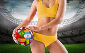 Fit girl holding flag football — Foto Stock