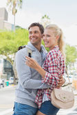 Tourist couple pointing and looking — Stock Photo