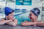 在游泳池游泳 — 图库照片