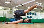Fit man doing pilates in fitness studio — Stok fotoğraf