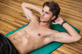 Fit shirtless man doing sit ups — Stock Photo
