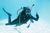 Woman on scuba training in swimming pool — Zdjęcie stockowe