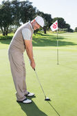 Golfer on the putting green — Stock Photo