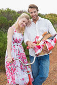 Cute couple going for a picnic — Stock Photo