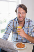 Smiling man having orange juice — Foto de Stock