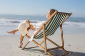 Woman relaxing in deck chair — Stockfoto