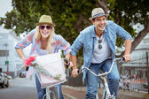 Hip couple going for a bike ride — Stockfoto