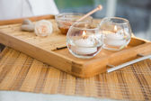 Candles and beauty treatment on tray — Stock Photo