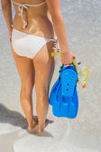 Woman holding snorkeling gear — Stock Photo