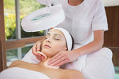 Brunette getting facial from beauty therapist — Stock Photo