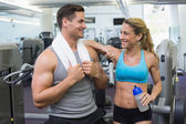 Bodybuilding man and woman chatting — Stock Photo