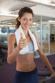 Fit woman showing thumbs up — Stock Photo