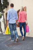 Stylish couple with shopping bags — 图库照片