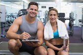 Female bodybuilder with personal trainer — Foto Stock
