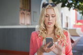 Blonde sending text message — Foto Stock
