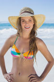 Girl on the beach in straw hat — Foto Stock