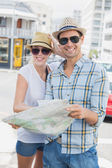 Tourist couple consulting the map — Foto de Stock