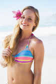 Blonde in bikini smiling on beach — 图库照片