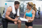 Bodybuilder talking with his personal trainer — Stock Photo